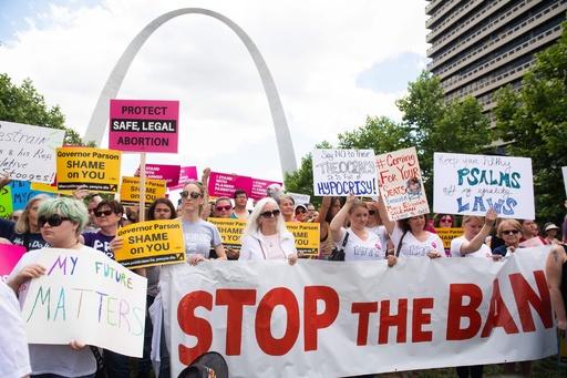 米イリノイ州、「中絶は基本的権利」 他州女性も受け入れへ