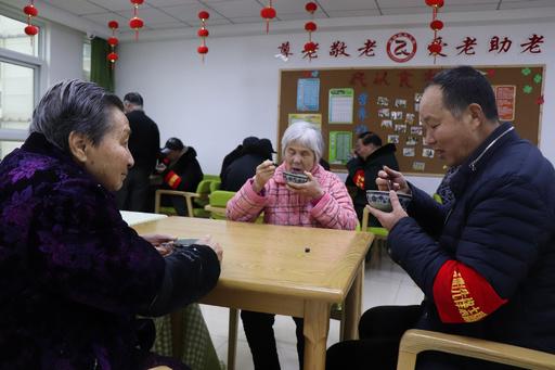 中国の平均寿命77歳に延びる、健康寿命68.8歳との差が問題に