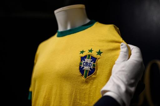 ペレ氏が着た最後のブラジル代表ユニホーム、360万円で落札