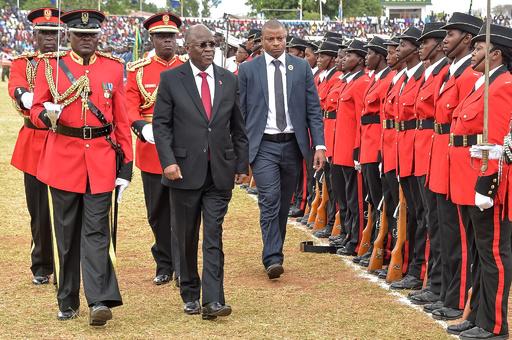 タンザニア大統領 「受刑者は無料の労働力」「怠けたら蹴とばせ」