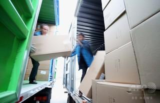 中国・江蘇省の運送会社で荷物を蹴る動画が炎上 「独身の日」の残業に不満募らせ