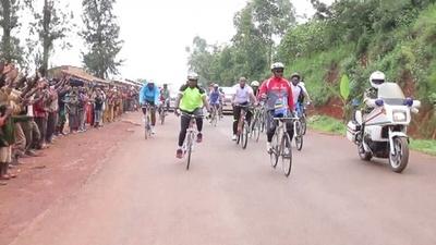 動画:大統領も自転車に 「ツール・ド・ブルンジ」開幕 サイクリング