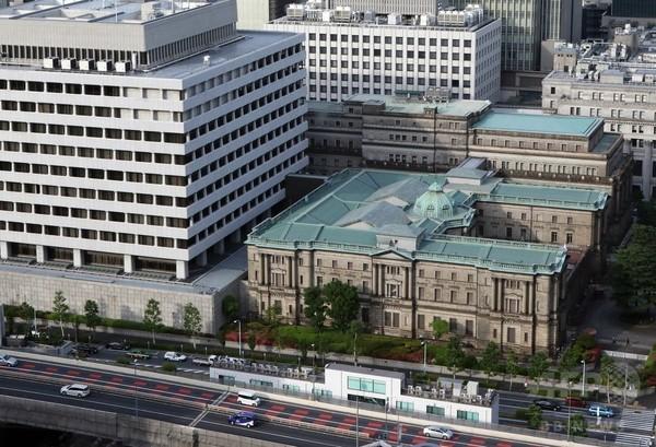 黒田総裁の「いやいやながらのUターン」