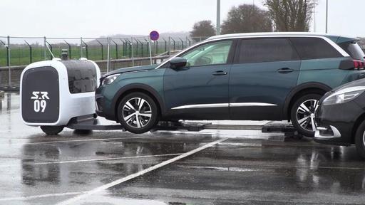 動画:ロボットが車を運ぶ自動駐車システム、リヨンで稼働中