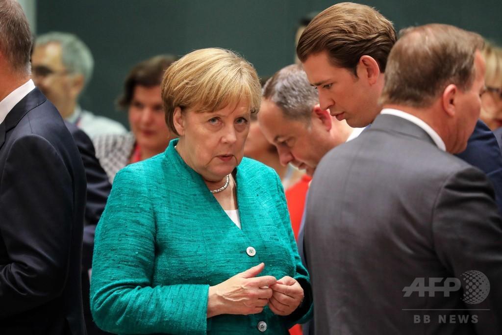 窮地のメルケル独首相、移民・難民の流入規制強化措置を提案