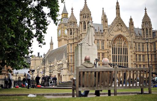 経費スキャンダルで閣僚相次ぎ辞任、英ブラウン政権に崩壊の危機