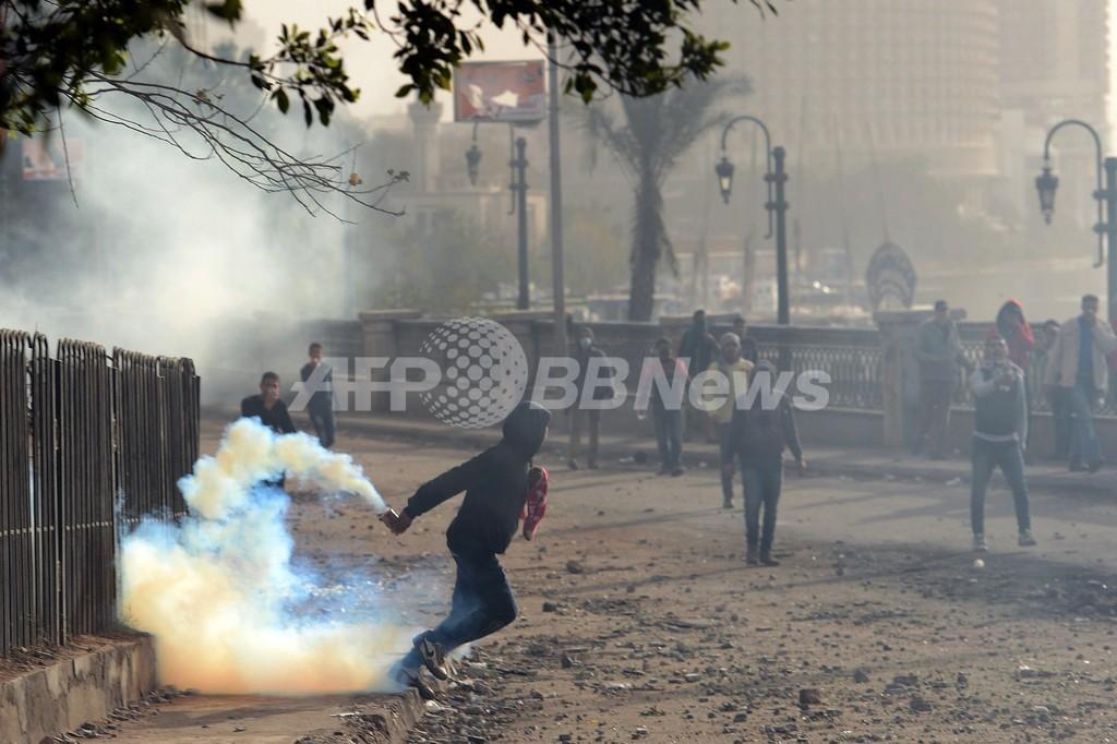 エジプト大統領、3県で非常事態宣言 サッカー裁判後の暴動を受け