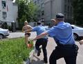 露プーチン大統領に裸で抗議、女性権利団体FEMEN