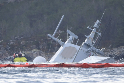 タンカーと衝突したノルウェー軍艦、徐々に水没