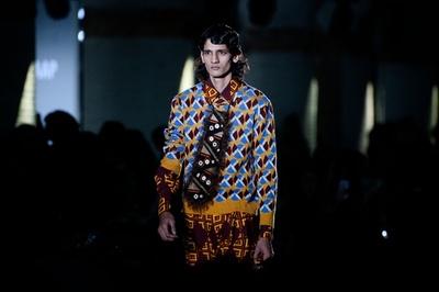 バルセロナでファッションウィーク、地元デザイナーらが新作
