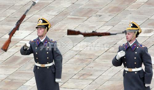 クレムリン宮殿儀仗兵のショー クレムリン宮殿儀仗兵のショー 写真1枚 国際ニュース:AFPBB
