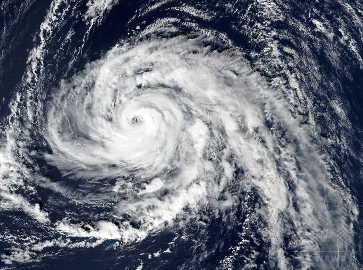 異例のハリケーン、アイルランドと英国へ向かって移動