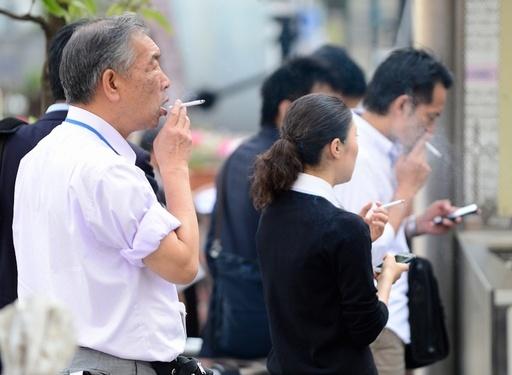 喫煙による年間の死者は600万人、WHO