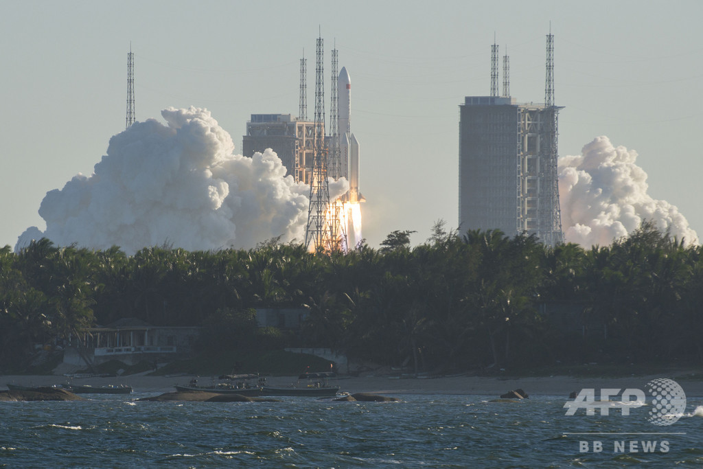 中国の新型宇宙船、地球に帰還 有人の月探査へ画期なす