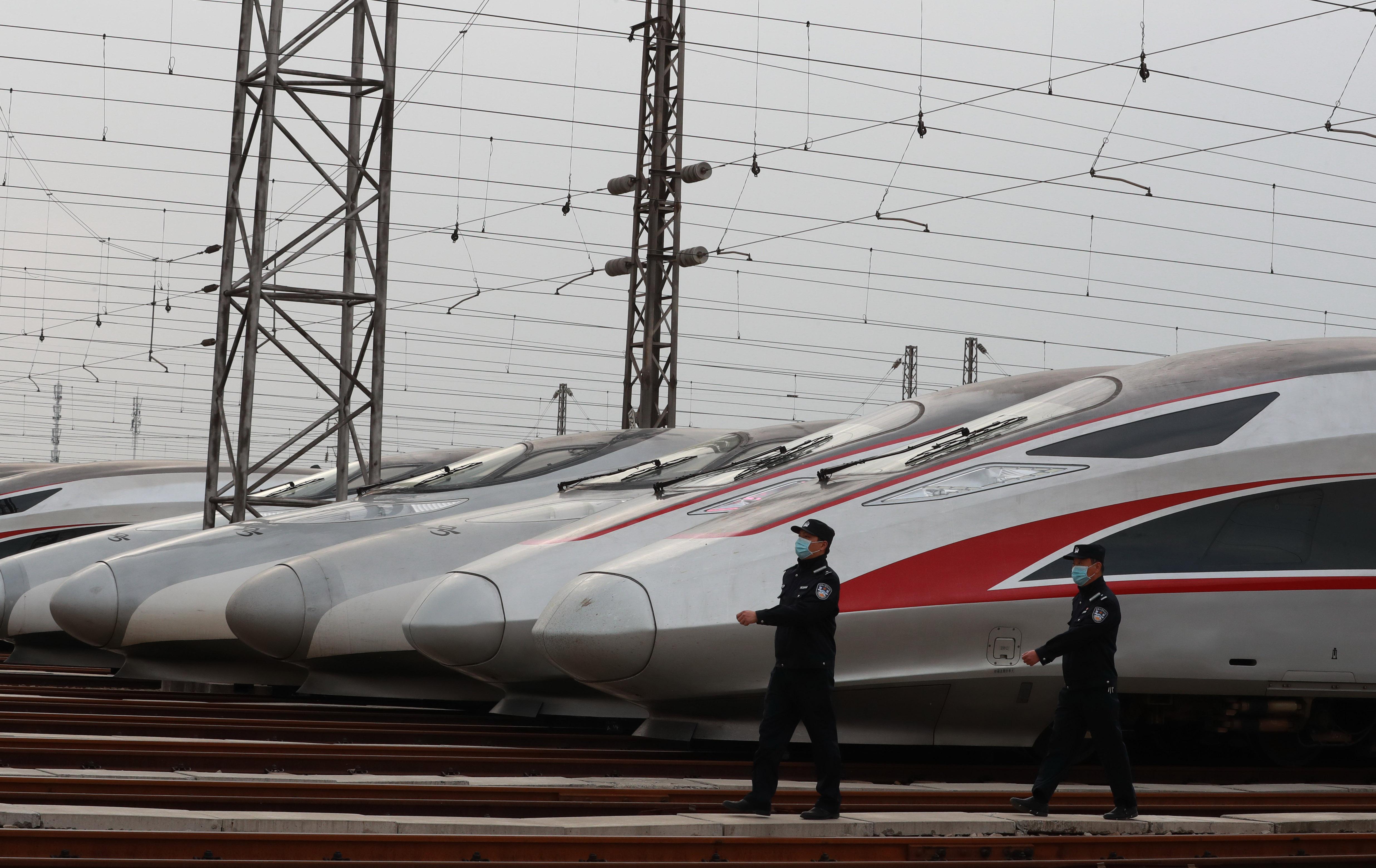 武漢で列車の運行再開準備進む、交通規制間もなく解除へ