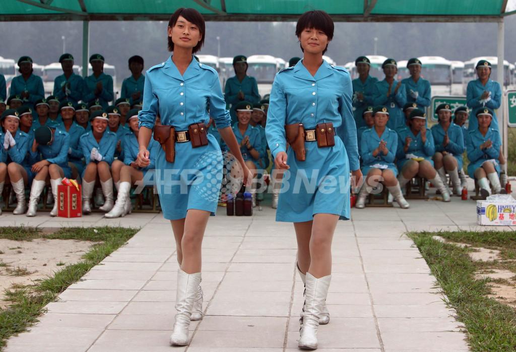 建国60周年に向け女性民兵が行軍の予行演習、中国