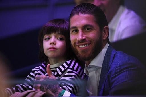 【写真特集】サッカー選手が子どもに見せる「パパ」の顔