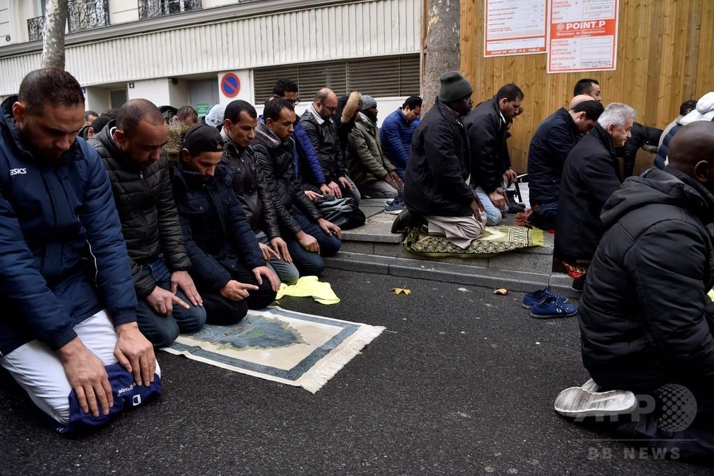 道路上でイスラム礼拝、当局が阻止へ 仏パリ郊外