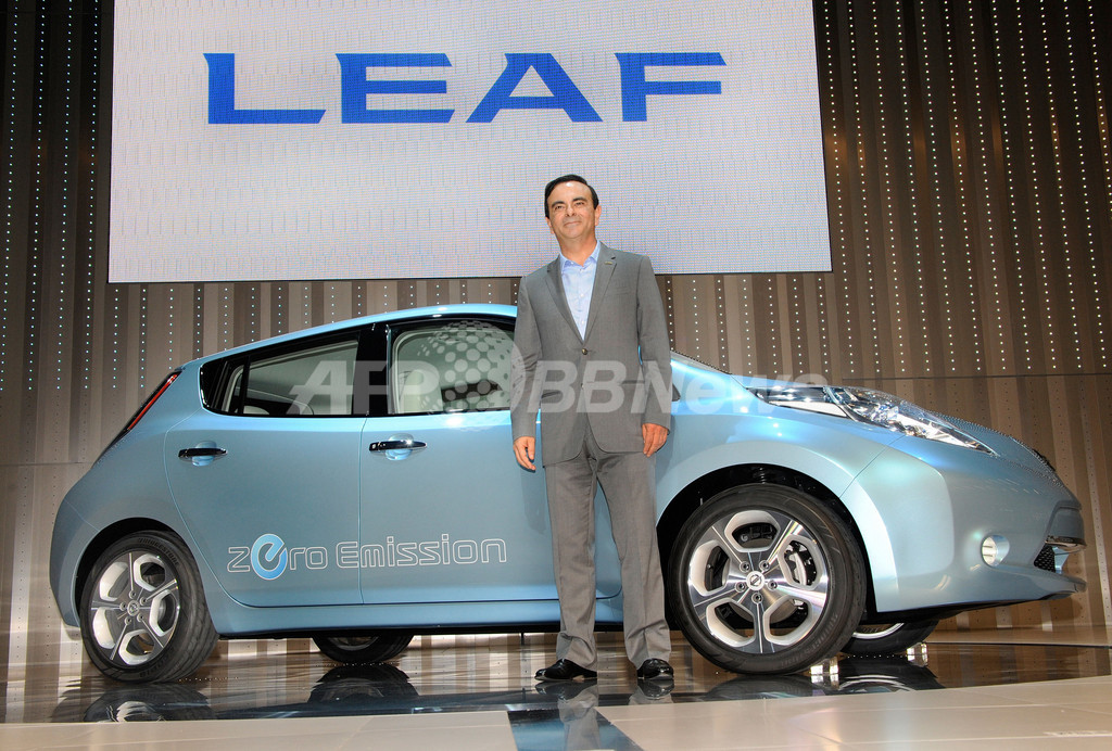日産、2010年発売の電気自動車を公開