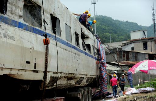 中国の高速鉄道事故、「責任者を厳しく処罰する」 温首相