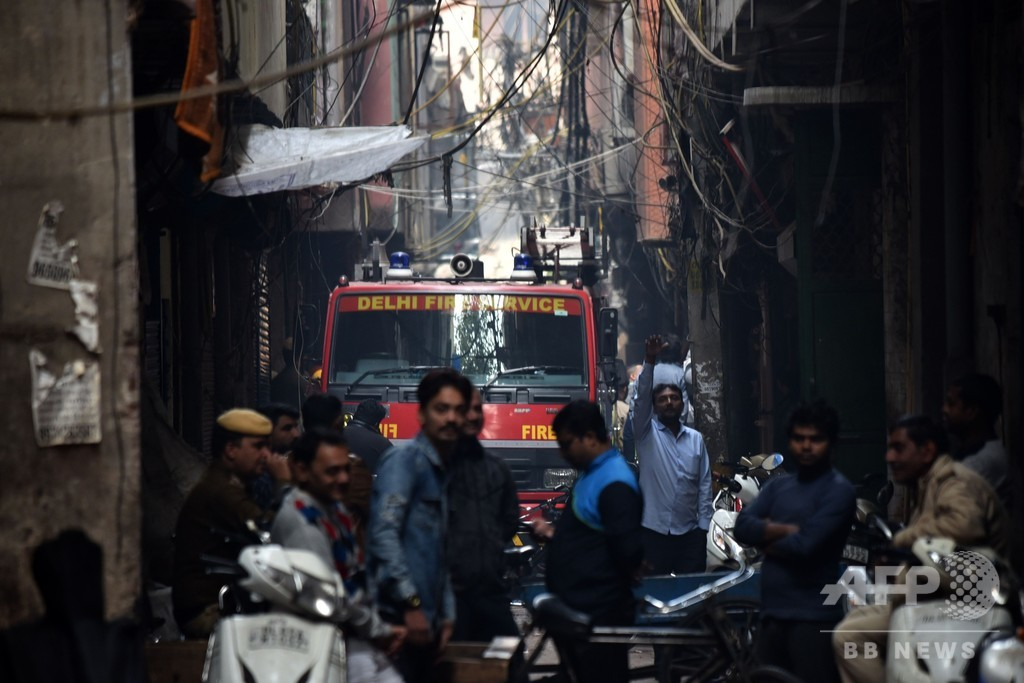 インド首都の工場で火災、就寝中の出火で少なくとも43人死亡