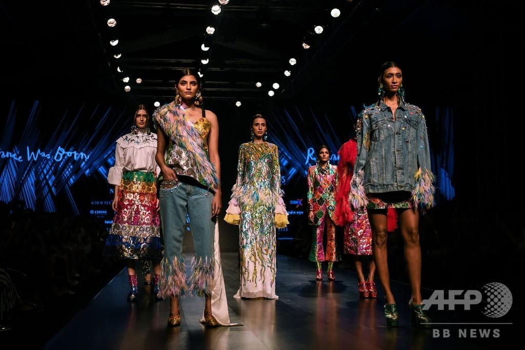 印ニューデリーでファッションウィーク、地元デザイナーらが新作