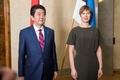 安倍首相がエストニア訪問、サイバー対策で連携 対北朝鮮圧力の必要性でも一致
