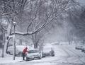 米北東部で季節外れの吹雪、NYなどが非常事態宣言 政府機関も閉鎖