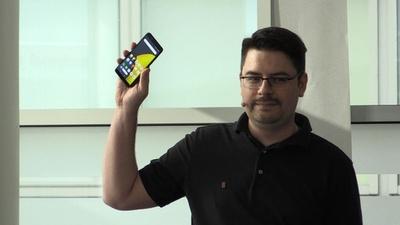 動画:ロシア企業ヤンデックス、初のスマートフォン発表 巨大IT企業に対抗