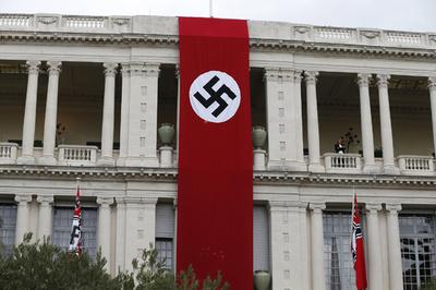オーストラリア軍車両に「ナチスのかぎ十字の旗」、首相「到底容認できない」