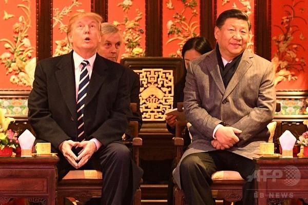 紫禁城で天井見上げるトランプ米大統領 中国