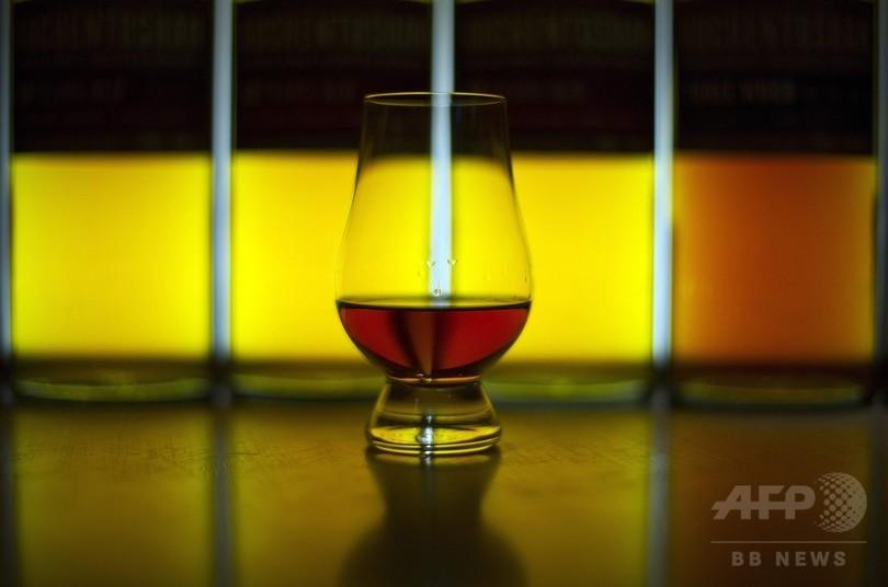 ウイスキーに水を数滴垂らすとおいしくなる理由 研究
