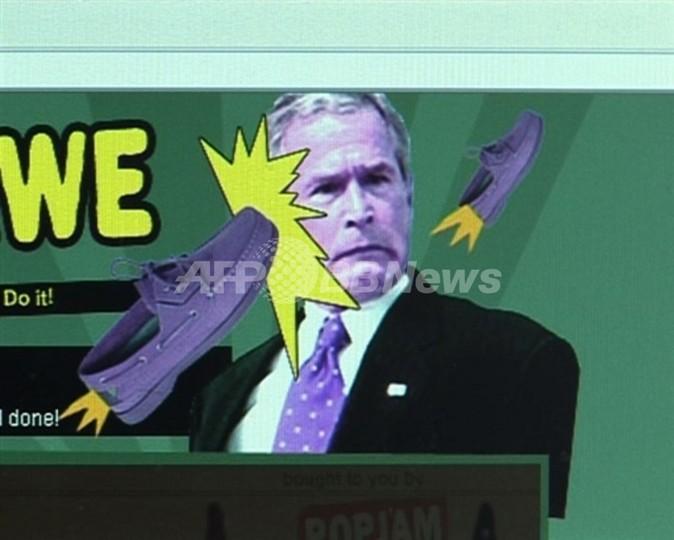 【動画】ブッシュ大統領に靴投げゲーム、その名も「靴下と恐怖」