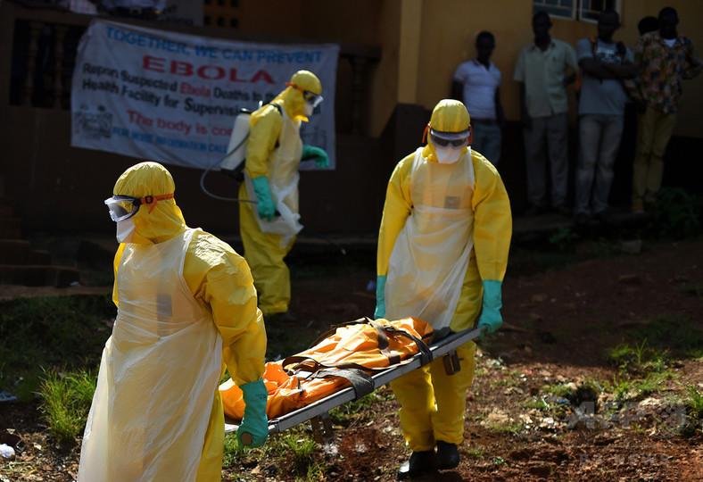 エボラ出血熱、遺体洗う伝統葬した家族は投獄 シエラレオネ