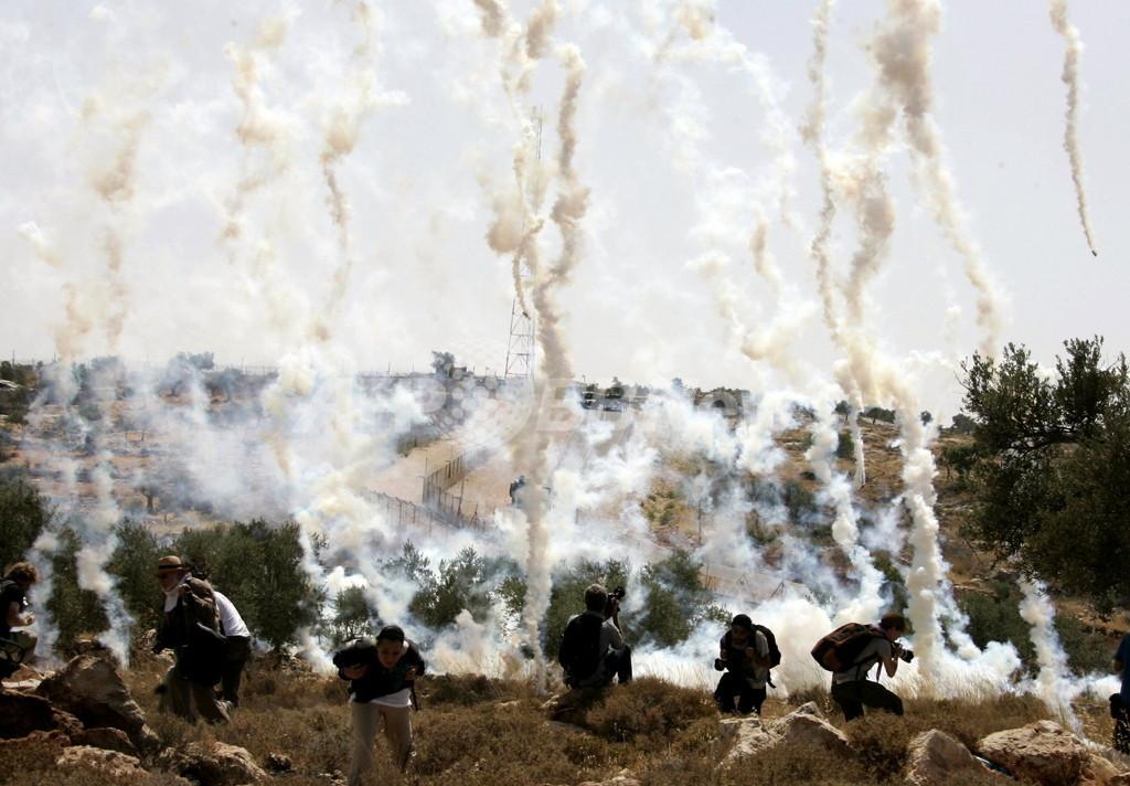 イスラエル、パレスチナのデモ鎮圧に新型悪臭ガス