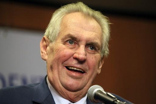 チェコ大統領選決選投票、現職ゼマン氏が僅差で当選