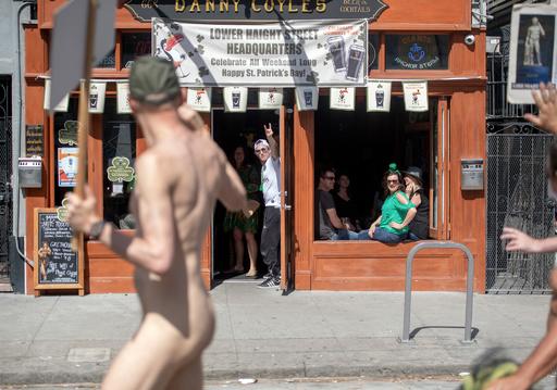 全裸で通りを練り歩く「ヌード・ラブ・パレード」 米サンフランシスコ