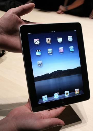 米アップル、タブレットPC「iPad」を発表