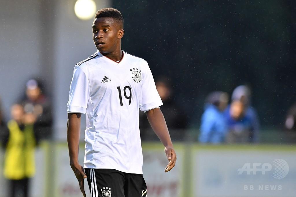 ドイツの12歳神童がU-16代表戦で2得点、しかし年齢めぐる疑惑も