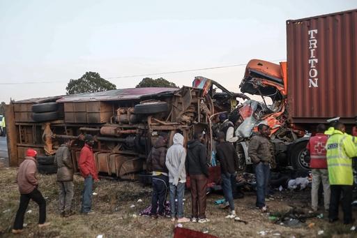 大型トラックとバスが正面衝突、47人死傷 ケニア