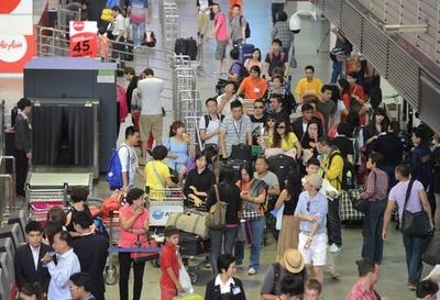 タイ入国審査官が中国人観光客から賄賂、優先対応の見返りに