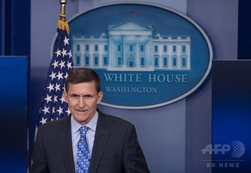 トランプ政権、フリン氏が捜査対象と知りながら起用か 米紙報道