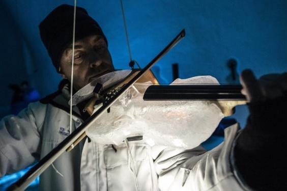 動画:「唯一の欠点は溶けること」 氷の楽器のオーケストラ