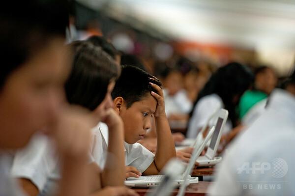 学校でのコンピューター使用、成績向上に効果なし OECD調査