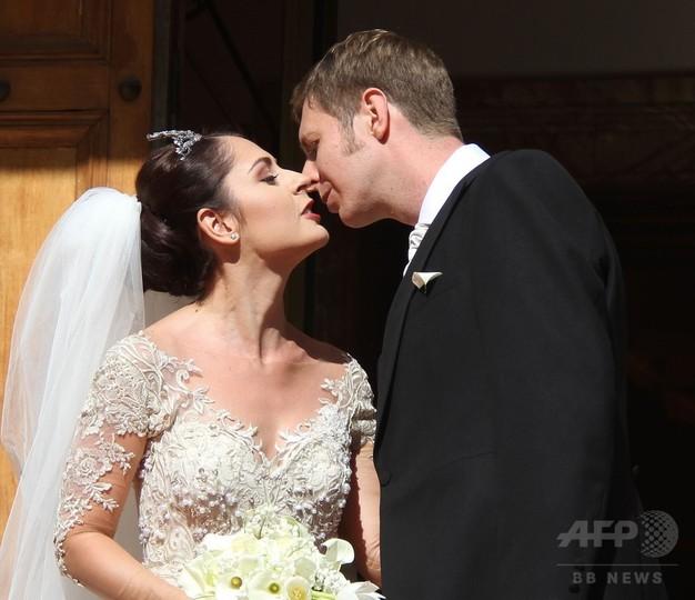 旧アルバニア王室のレカ王太子が結婚、お相手は人気女優