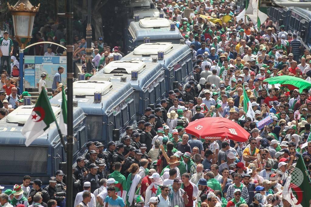 アルジェリア首都で抗議デモ、20週連続 暫定政権の退陣要求