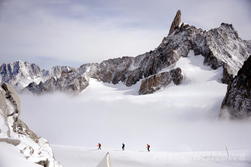 靴を盗まれた登山家、モンブランからヘリで救出