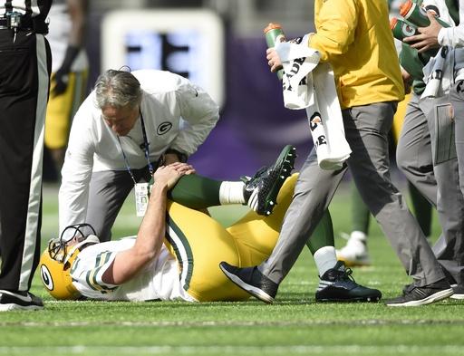 パッカーズのQBロジャースが今季絶望か、右鎖骨を骨折