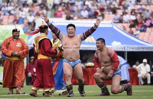 モンゴルの夏の祭典「ナーダム」で相撲大会