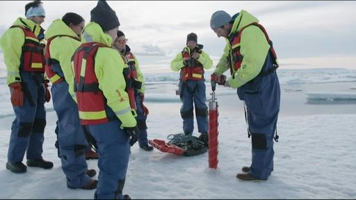 動画:北極圏の雪からマイクロプラスチック、広範な大気汚染に警鐘 研究